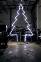 Leuchtender Tannenbaum aus Rundstahl