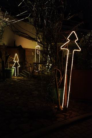 Zweizackiger Leucht Tannenbaum mit langem Baumstamm