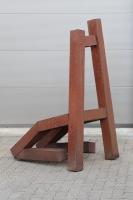 "Stuhl Skulptur ""Living Chair"" knieend"