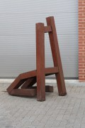 "Stuhl Skulptur ""Living Chair"" knieend"