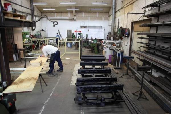 27.3.2010 Der Wagenaufbau der Hänger wird begonnen