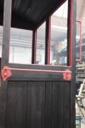08.02.2010 Die Haltegriffe werden an das Führerhaus montiert