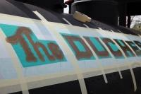 30.04.2010 Die Schablonen für den Schriftzugwerden aufgebracht