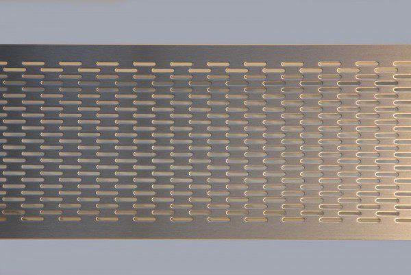 individuell gefertigtes Lüftungsgitter aus Edelstahl gelasert