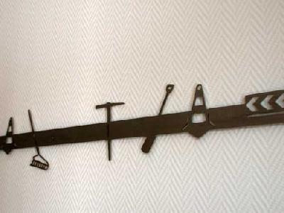 Pinnwand aus magnetischem Edelstahl mit Werkzeugen