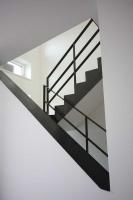 Mauerabdeckung für ein Treppenhaus aus 3mm klar lackiertem Stahlblech