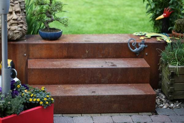 garten treppe und mauerabdeckung aus rostigem stahl. Black Bedroom Furniture Sets. Home Design Ideas