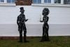 Elegante, detaillierte Skulpturen mit Tablett aus 3mm Stahlblech gestaltet