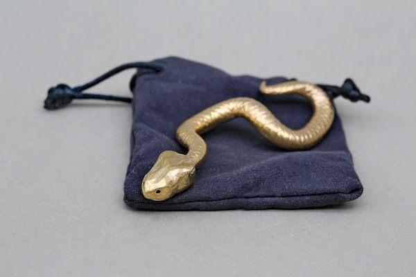Kleine Schlange aus Messing