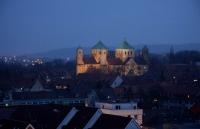 Anstrahlung des Weltkulturerbe Michaeliskirche in Hildesheim