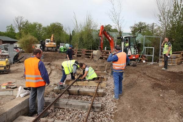3.5.10 Das Gleisbett für unsere Lok wird gebaut