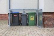 Müllbox mit einer Lochblechfüllung