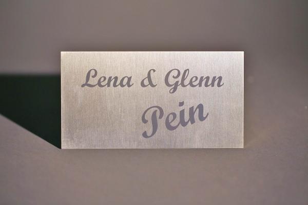 Namensschild aus 3 mm Edelstahl anlassbeschriftet