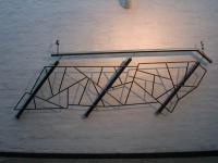 Geländer aus Schwarzem Stahl mit Messingabrieb und einem Edelstahlhandlauf
