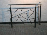 Podest Geländer aus Schwarz Stahl mit Schmitzstruktur Füllung, Handlauf aus Edelstahl