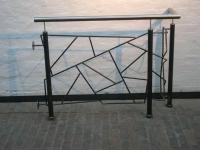 Geländer aus Stahl mit Handlauf aus Edelstahl