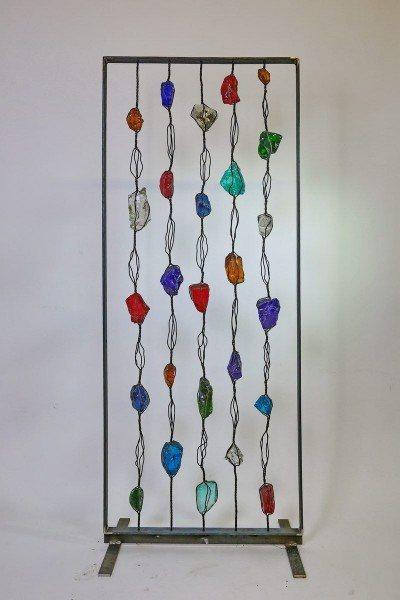 Paravent aus  Rohglas-Brocken und Stahl