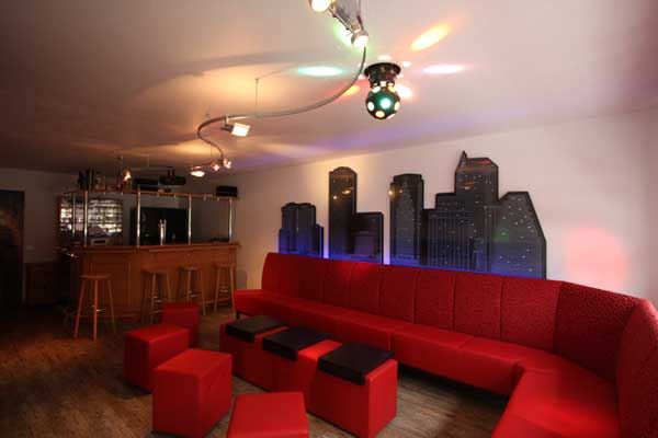 partykeller mit skyline im new yorker disco style echt cool. Black Bedroom Furniture Sets. Home Design Ideas