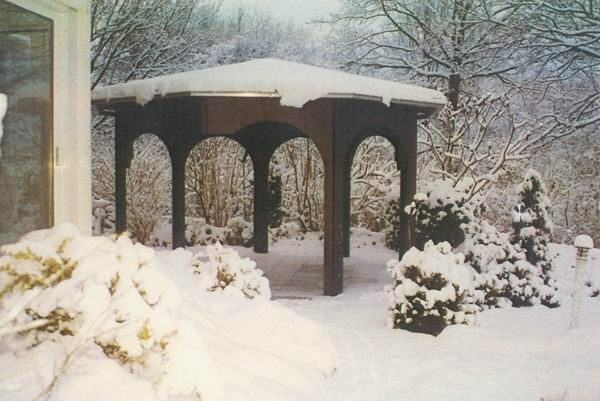 Garten Pavillon im Schnee