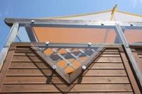 Verglasung einer Pergola mit Punkthaltern und VSG-Glas als Windschutz