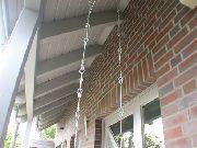 Abgehängtes Pflanzgefäss aus verzinktem Stahl