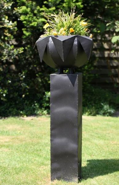 Pflanzentrog aus Stahlblech gefertigt