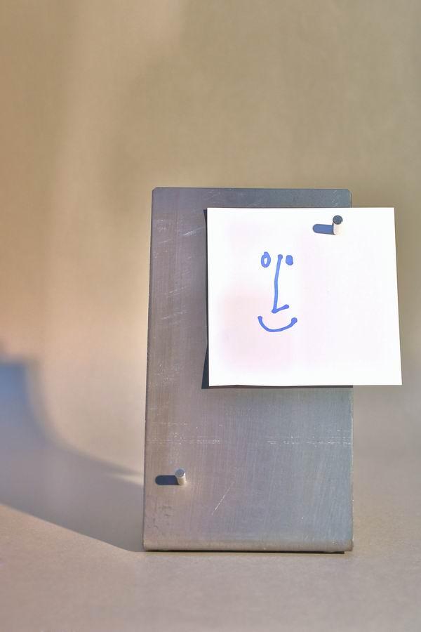 eine wirklich sehr kleine pinnwand f r den schreibtisch. Black Bedroom Furniture Sets. Home Design Ideas
