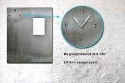 Pinnwand mit einer Uhr aus 3 mm Rohstahl