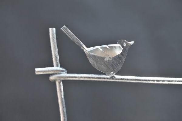 Feuerverzinkte Rankgitter, auf Wunsch mit  gelaserten Vögeln