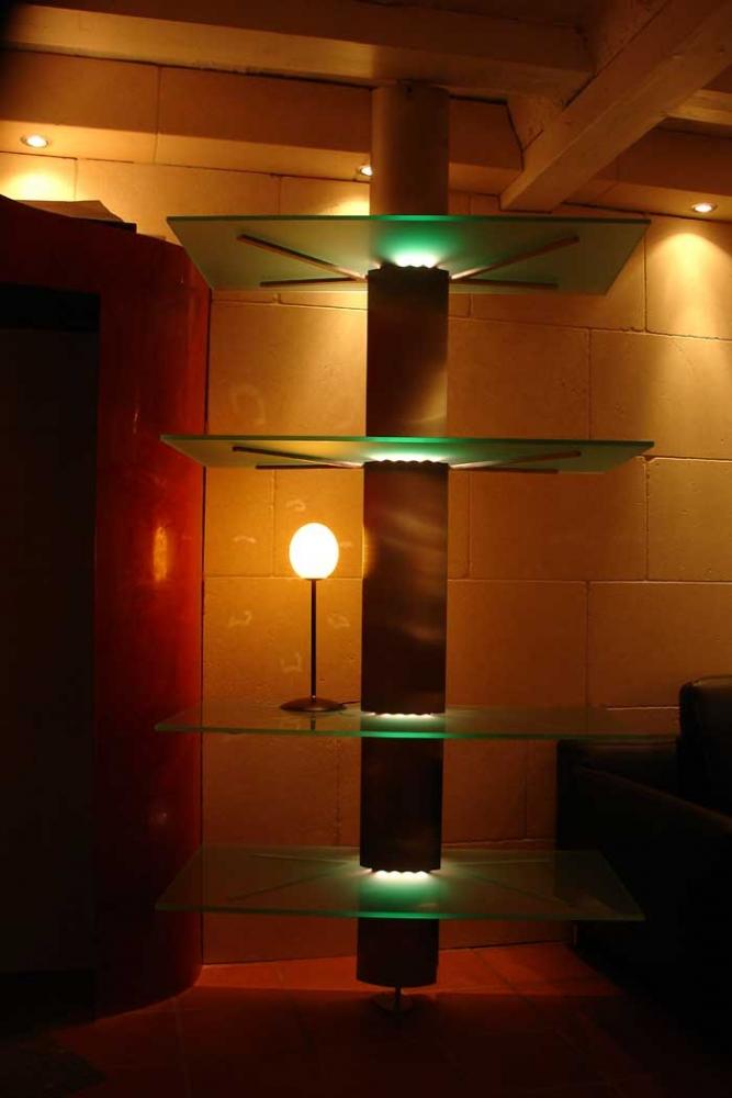 regal aus edelstahl glas und stahl. Black Bedroom Furniture Sets. Home Design Ideas