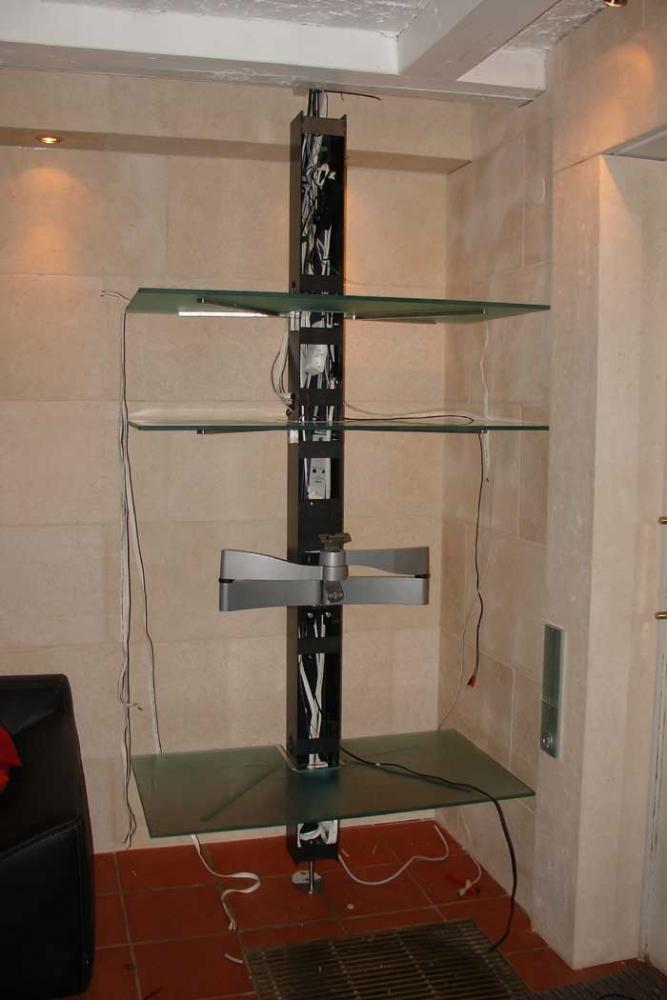 beleuchtetes drehbares hifi regal aus edelstahl und glas mit. Black Bedroom Furniture Sets. Home Design Ideas