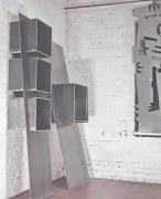 Regale aus Stahl mit einer Hängeregistratur