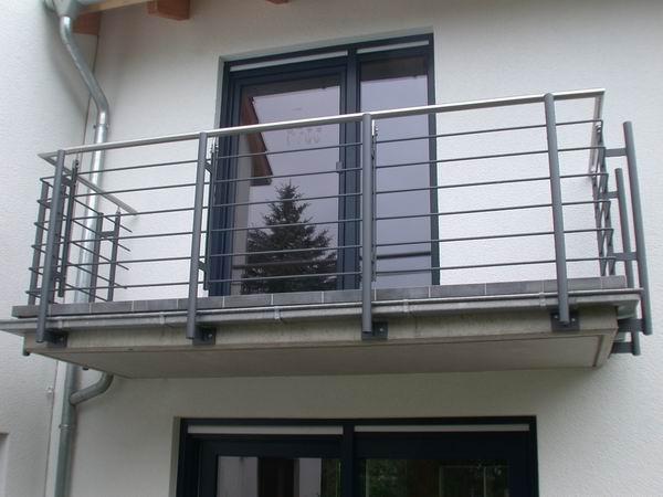 balkongel nder feuerverzinkt lackiert mit einem handlauf. Black Bedroom Furniture Sets. Home Design Ideas