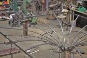 Das wird eine kühne Deckengestaltung - riesiges Grammophon aus Tombak und Stahl