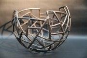 80 cm großes Schalen Objekt aus Stahlrohr