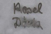 Schrift aus Edelstahl für ein Grabmal