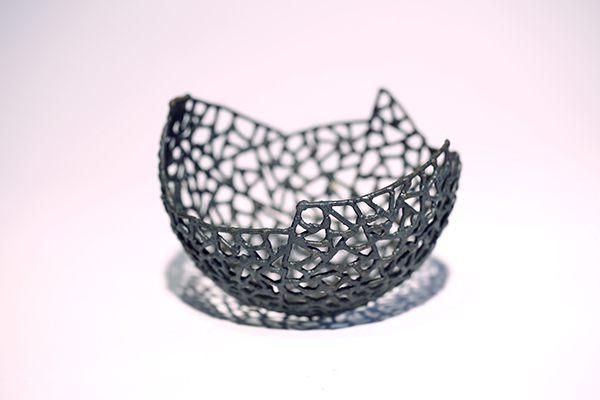 Schalen Skulptur aus 2 mm Eisendraht