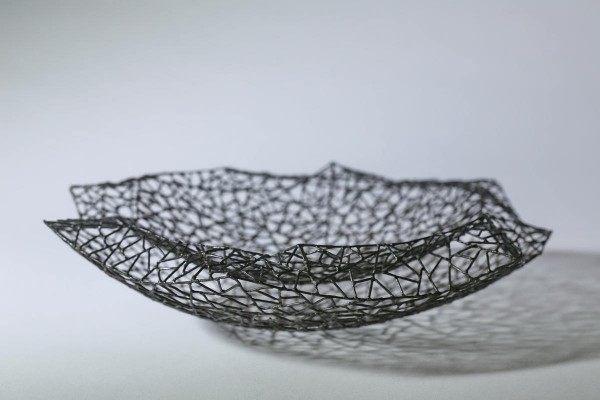 doppelwandige, flache  Schale aus 1 mm Draht