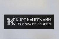 Schild aus lackiertem Edelstahl für Fa. Kurt Kauffmann