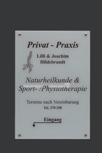 Glasschild  für eine Physiotherapie Praxis