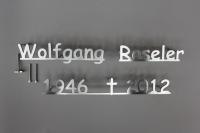 Edelstahlschrift für ein Grabmal aus gelasertem Edelstahl