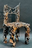 Stuhlskulptur aus rostigem Stahl Schrott geschweißt