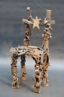 kleine Stuhl Skulptur aus Schrott