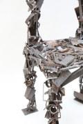 Stuhlskulptur aus Schrott geschweißt