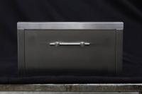 Sonderanfertigung einer Schublade aus geschliffenem Edelstahl