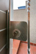 Sicherheitstür aus Stahl, feuerverzinkt mit Schmuckornamenten