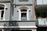 Windschutz für Balkone an einem denkmalgeschütztem Haus.