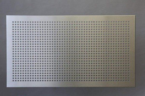 Knieraumblende aus Edelstahl für einen Schreibtisch