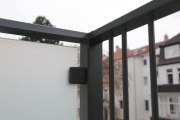 Wind- und Sichtschutz mit blickdichtem Glas