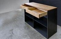 Sideboard aus Stahl,  Abdeckung und Schubladen aus Eiche